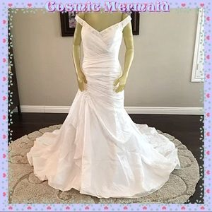 Dresses & Skirts - 🆕💜Dazzling Mermaid Trumpet Style Wedding Gown💜